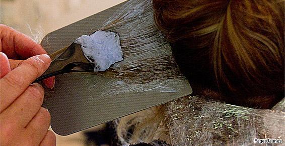 Coloriste au salon de coiffure Ann'S Coiffure à Dinard