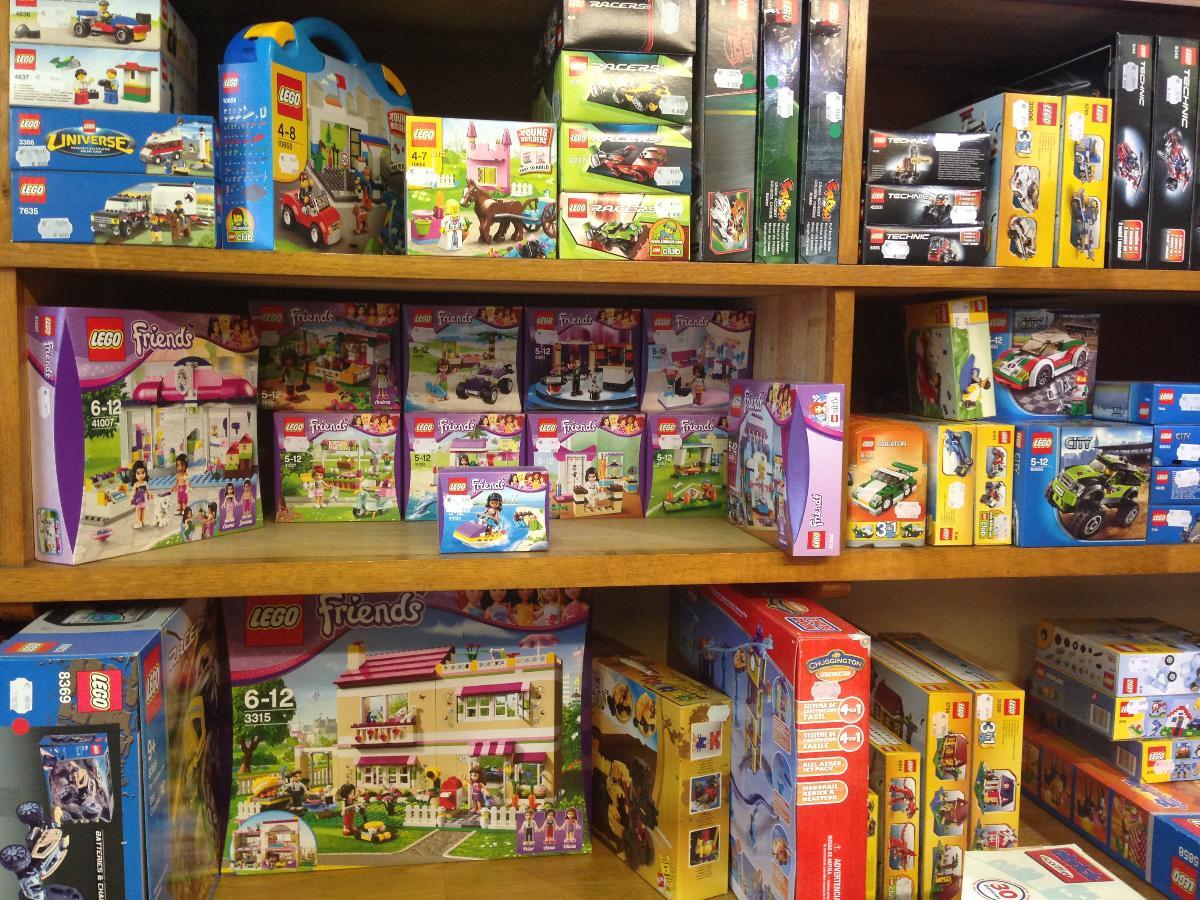 De très nombreux jeux de construction à votre disposition - A Noël