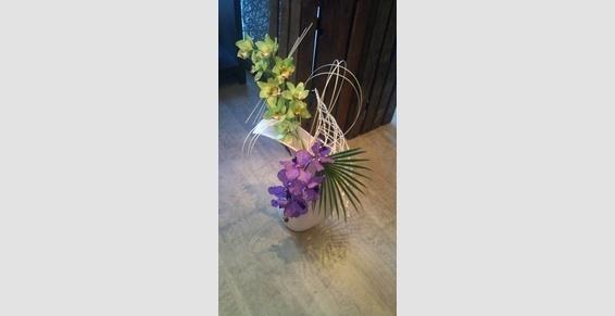 Composition de fleurs artificielles