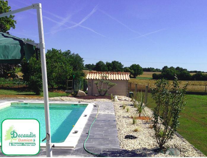 Aménagement extérieur de piscine par Damien Decaudin  à Sompt