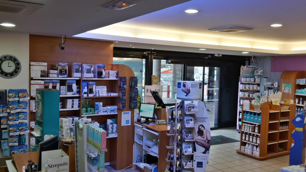 Pharmacie Champbertrand : vente de matériel à usage orthopédique .