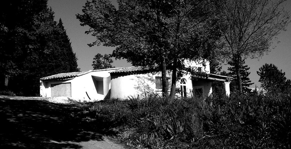 6- Maison toute en courbe. Mr &Mme P. Joël Guerguy/A.Davion