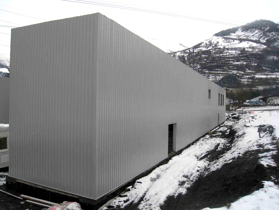 39- Monolithe, corps d'usine