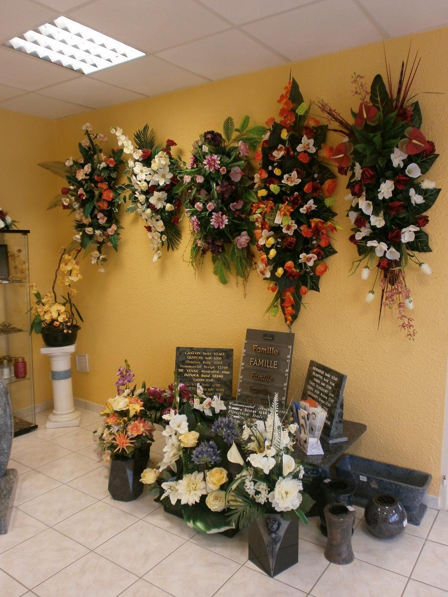 Dessus de cercueils et fleurs