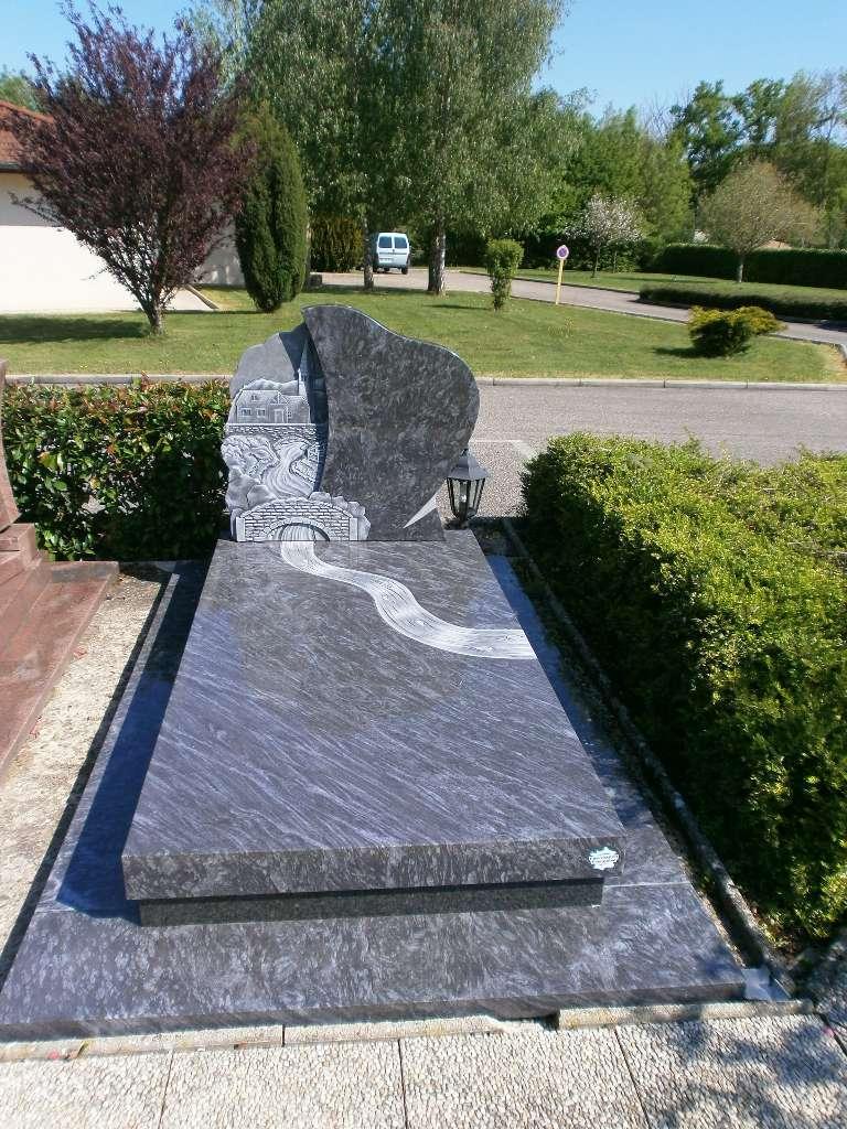 Monument - Pierre de Bresse