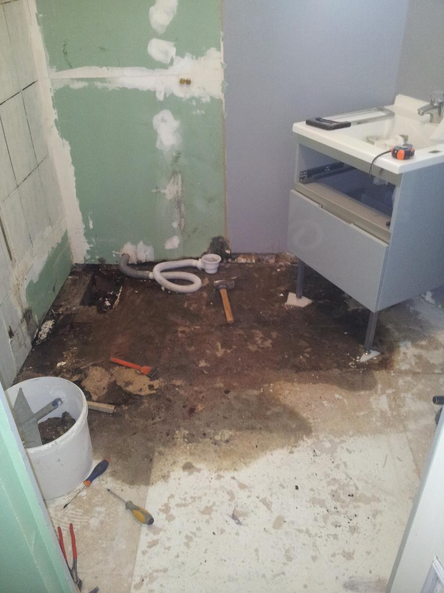 Dégâts des eaux (cabine défectueuse) détectés par votre plombier (14)