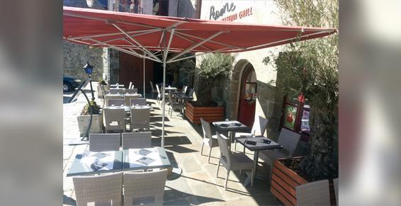 Pépone à Combourg vous offre une terrasse pour profiter du soleil
