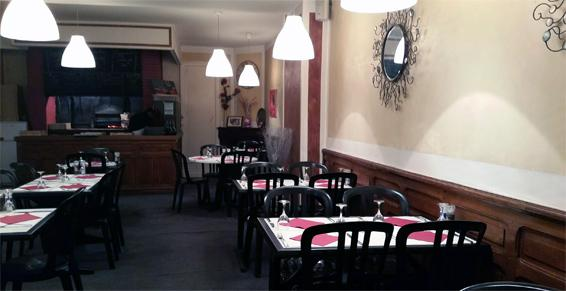 Salle climatisée à La Pizzeria, restaurant et grill de la Vitarelle à Decazeville dans l'Aveyron (12)