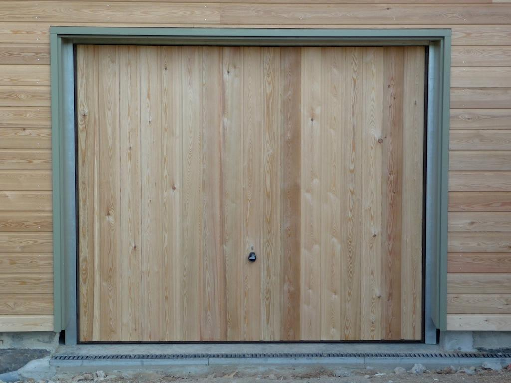 le garage est protégé par contact ou détecteur de mouvements