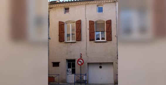 Façade Place de la Mairie Pomérols avant travaux - Maçonnerie