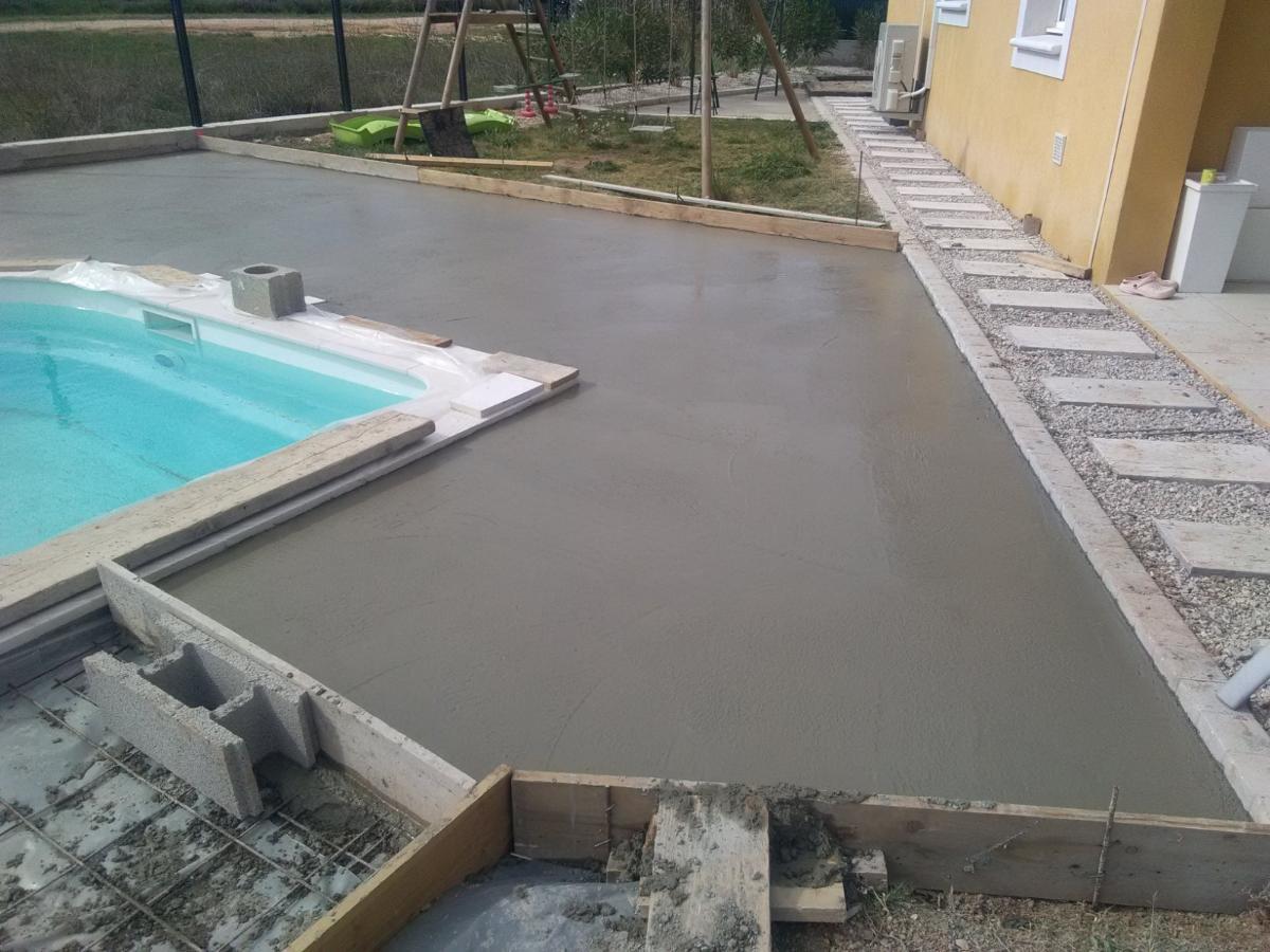 Dalle béton piscine