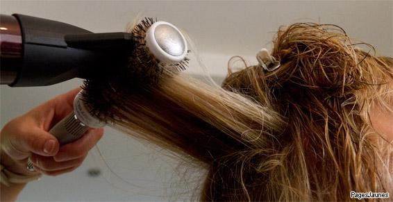 Coupe de cheveux à la brosse pour un beau brushing à Vailly