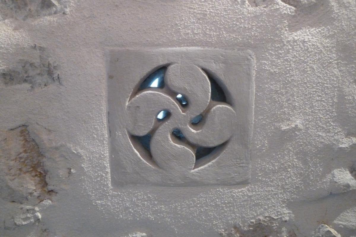 Taille de Pierre - Croix Basque pour grille aération