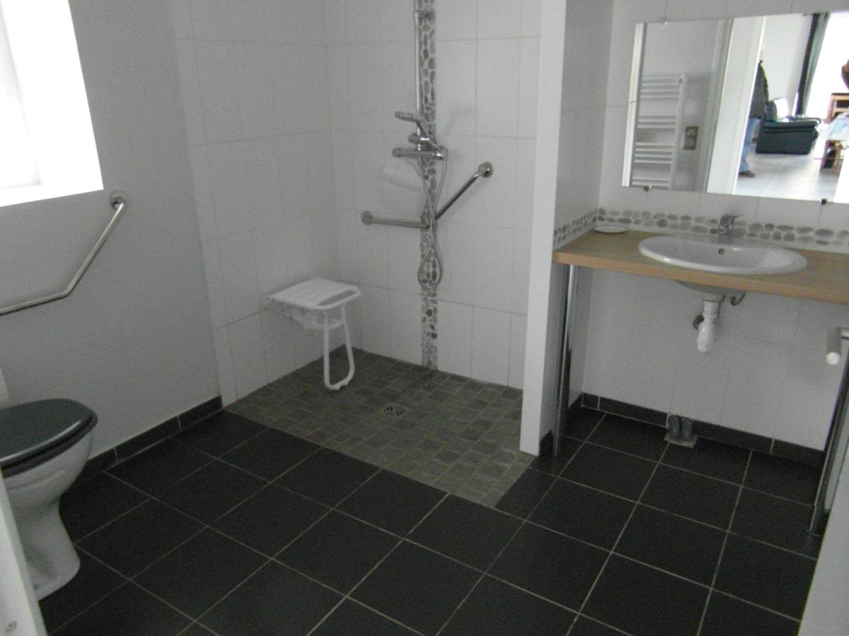 Mise en accessibilité salle de bain norme PMR