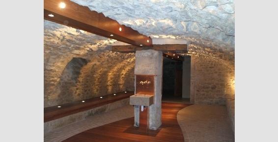 Aménagement d'une cave en salon de vins
