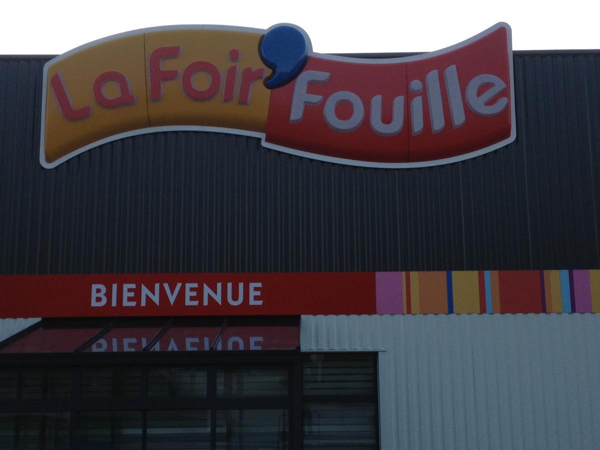 Installation d'enseignes - Graffiti à Recey-sur-Ource en Côte-d'Or (21)