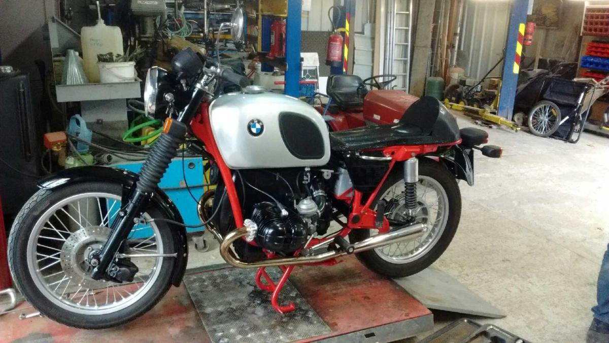 moto BMW rénovation peinture